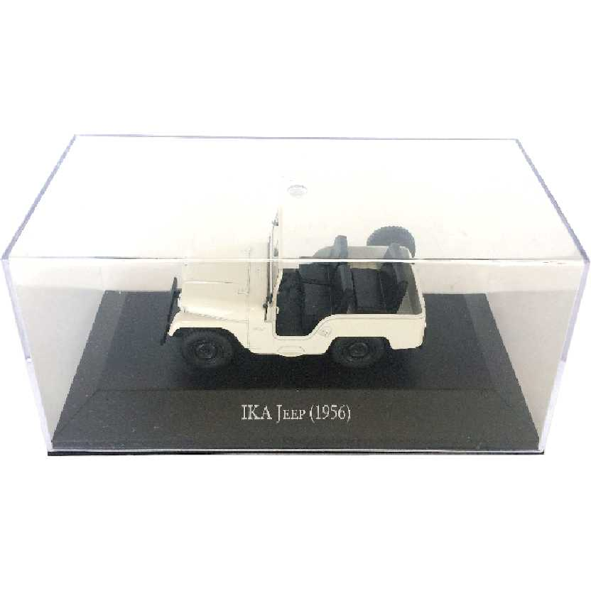 Miniatura do Jeep bege (1956) IKA escala 1/43 com caixa de acrílico