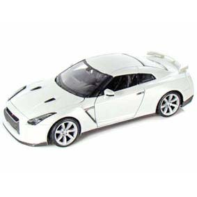 Miniatura do Nissan GTR R35 branco pérola GT-R (2009) Maisto escala 1/24
