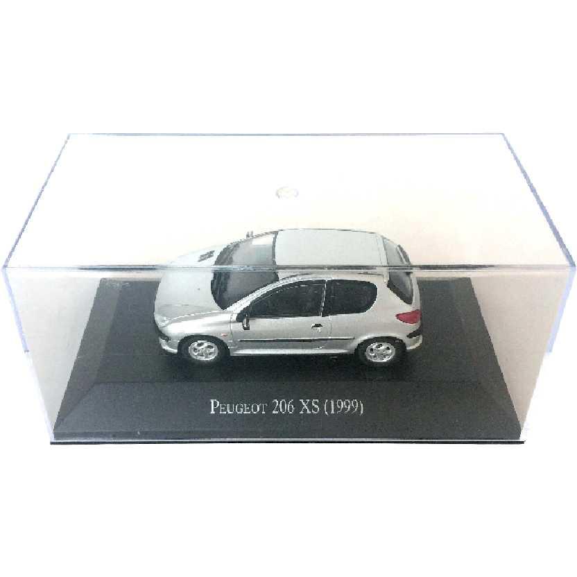 Miniatura do Peugeot 206 XS (1999) escala 1/43 com caixa de acrílico