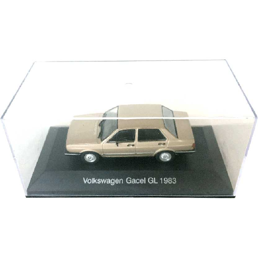 Miniatura do VW Voyage (1983) Volkswagen Gacel GL escala 1/43 com caixa de acrílico