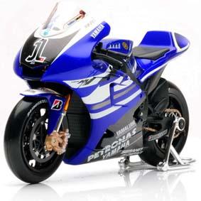 Miniatura Moto GP 2011 Maisto / Yamaha YZR-M1 (2011) #1 Jorge Lorenzo 1/10