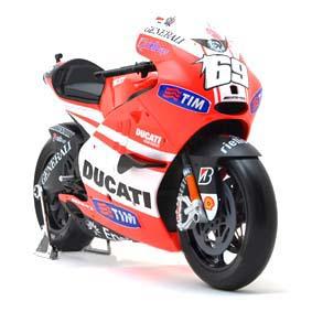 Miniaturas de Motos Maisto escala 1/6 :: Miniatura Ducati Desmosedici Nicky Hayden 2011
