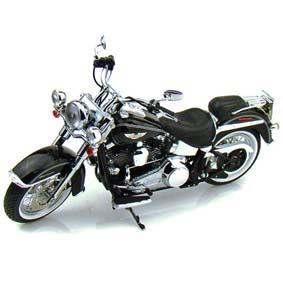 Miniaturas Highway Diecast 1/12 :: Harley-Davidson FLSTN Softail Deluxe (2012)