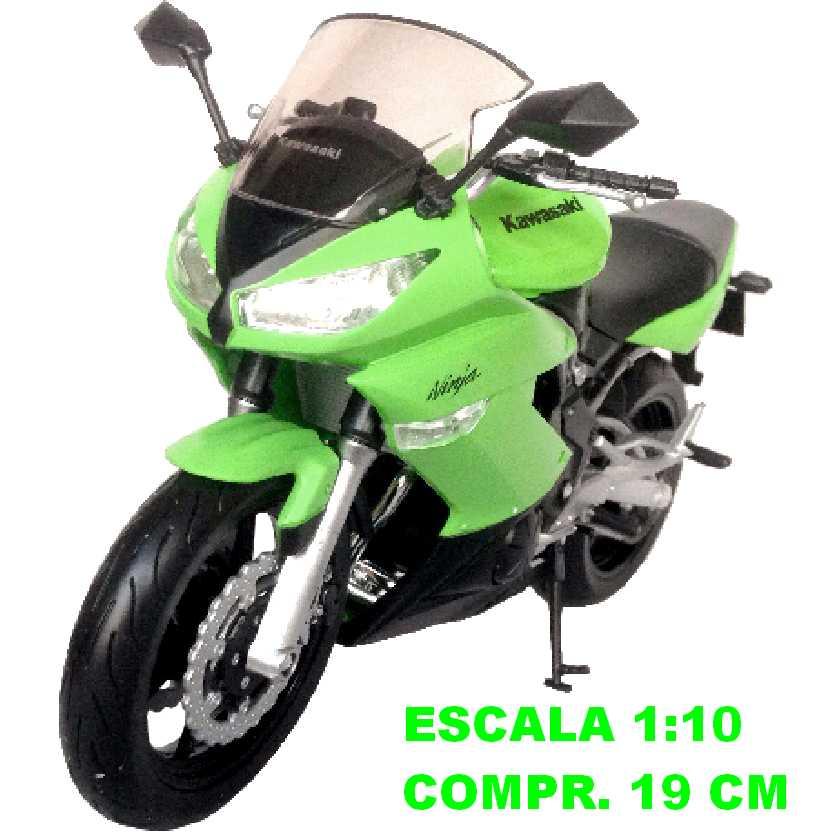 Moto Kawasaki Ninja 650R verde marca Welly escala 1/10 (grande)