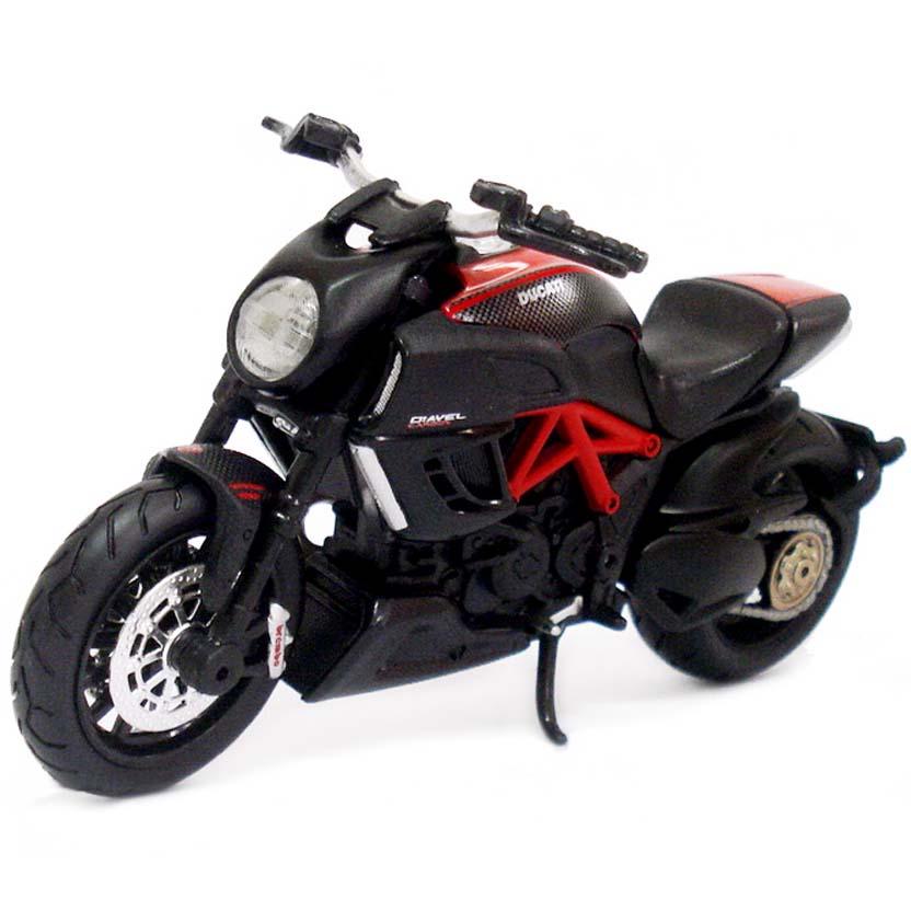 Moto Maisto escala 1/18 : Ducati Diavel Carbon (2011)