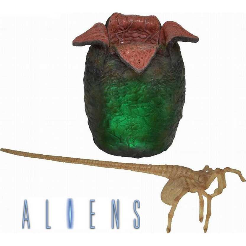 Neca Toys Aliens Xenomorph Egg with Launching Facehugger and led lights ( com luz )