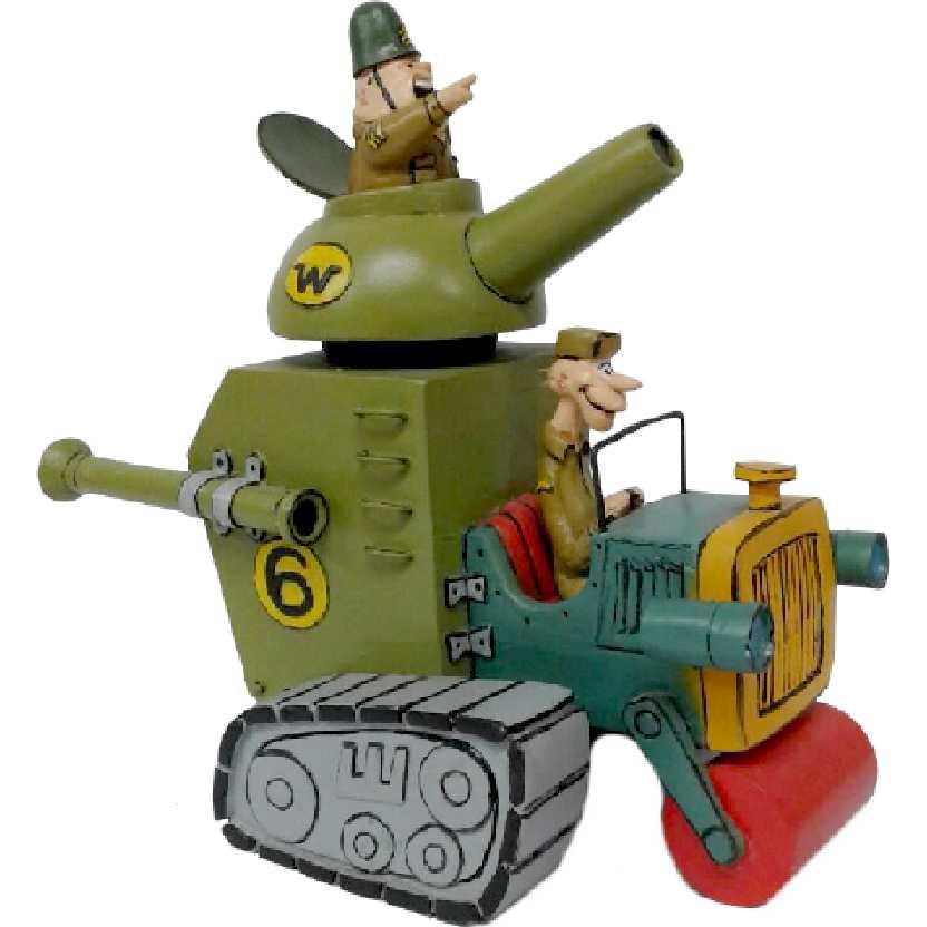O Carro Tanque da Corrida Maluca com sargento Bombada + soldado Meekley