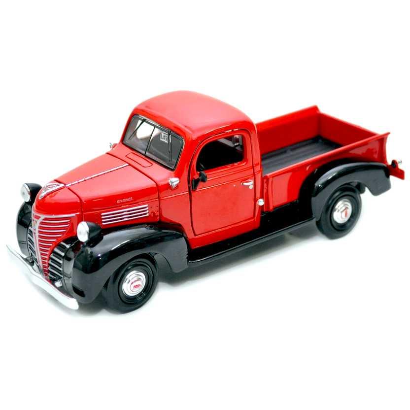 Plymouth Pickup vermelho+preto (1941) Motormax escala 1/24