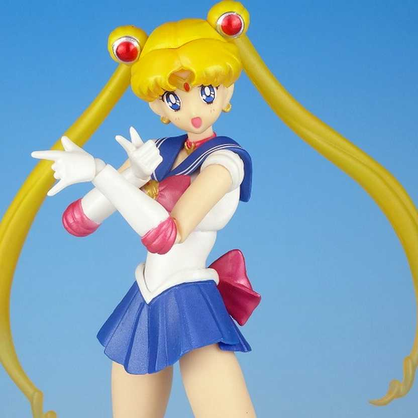 S H Figuarts Sailor Moon ( Serena Tsukino ) Sailormoon Bandai Action Figure com 4 faces