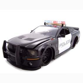 Shelby Mustang GT500 (2007) similar ao Barricade do filme Transformers