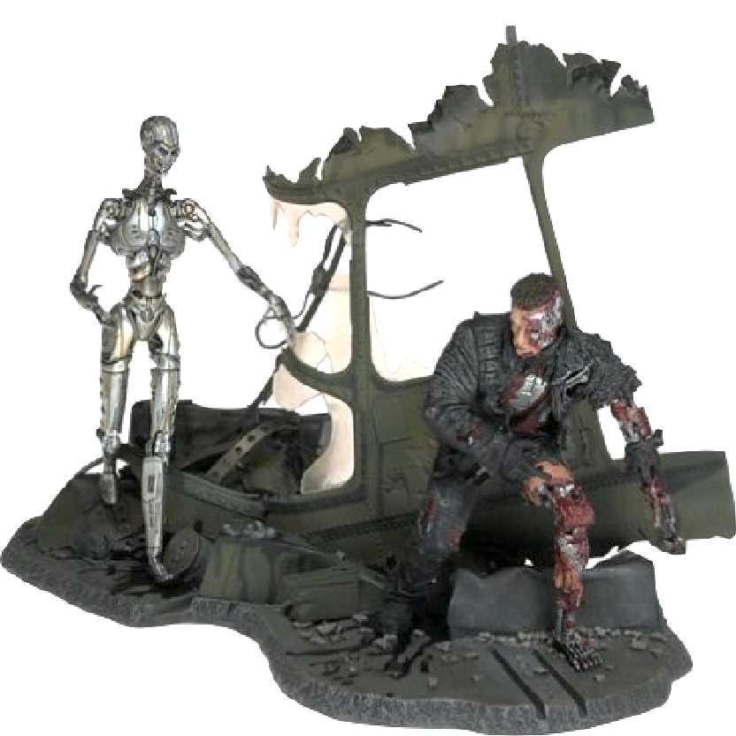Terminator T3 (Arnold Schwarzenegger) + T-X endoskeleton (The End Battle)