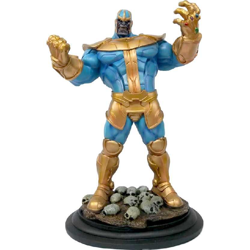 Thanos com caveiras