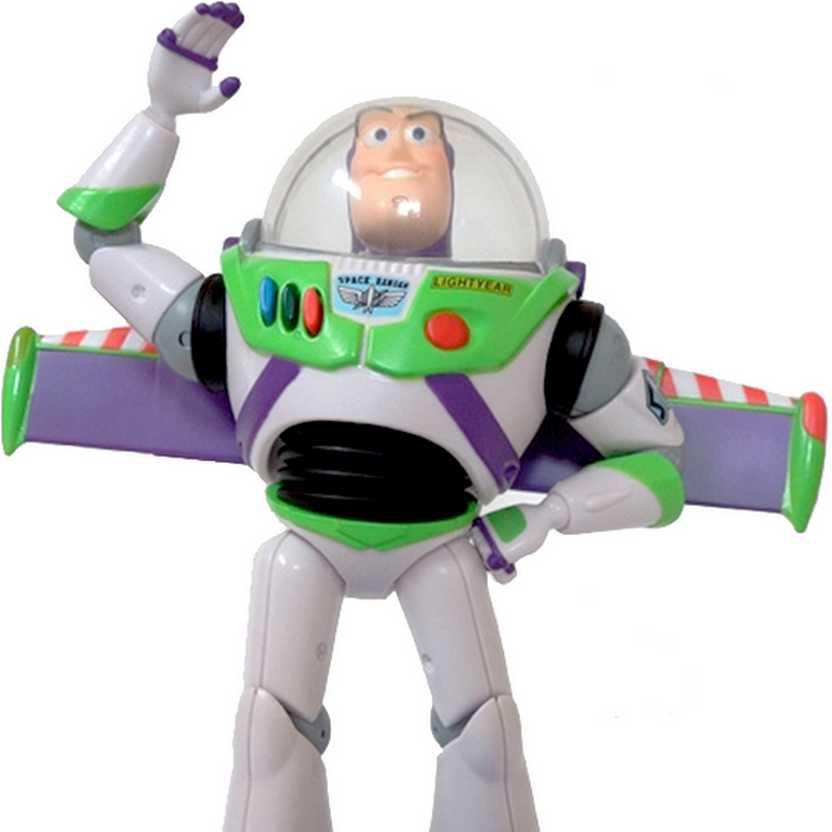 Toy Story Buzz Lightyear Sega Disney Prize Ver. 2 (SEGA) brilha no escuro