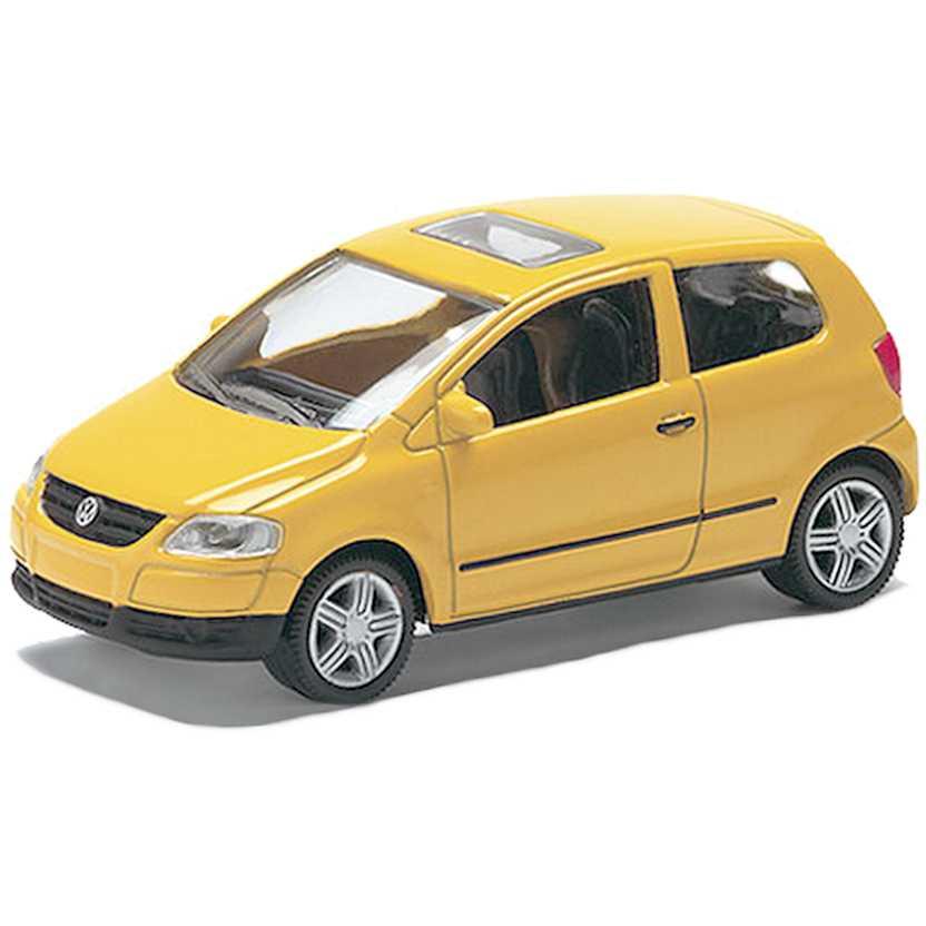 Volkswagen Fox amarelo com retrovisores marca Norev escala 1/64