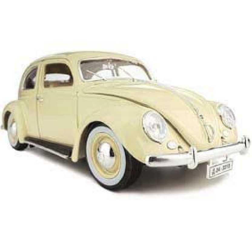 Volkswagen Kafer Beetle (1955) VW Fusca cor bege marca Bburago escala 1/18