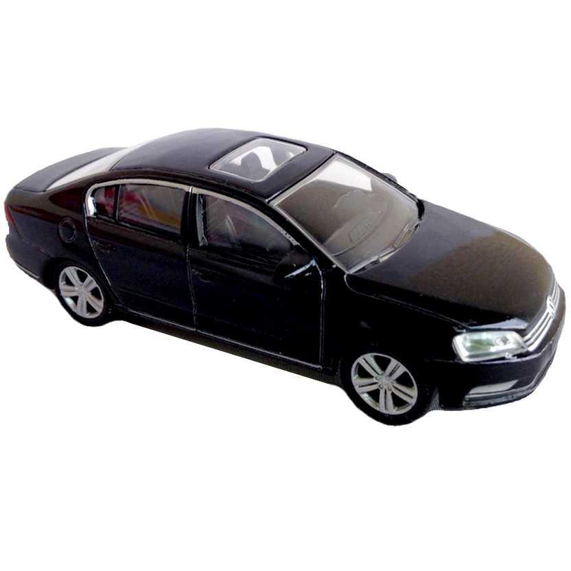 Volkswagen Passat preto com retrovisores marca Norev escala 1/64