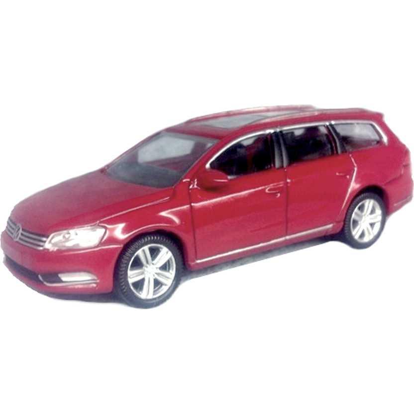 Volkswagen Passat Variant vermelho VW com retrovisores marca Norev escala 1/64