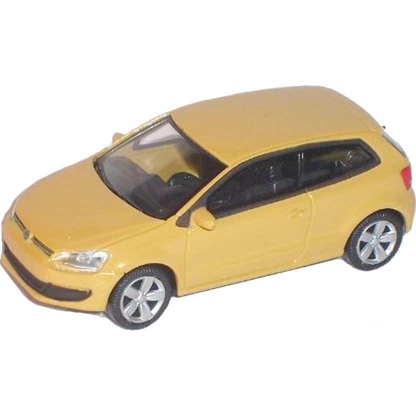 Volkswagen Polo V similar VW Gol com retrovisores marca Norev escala 1/64