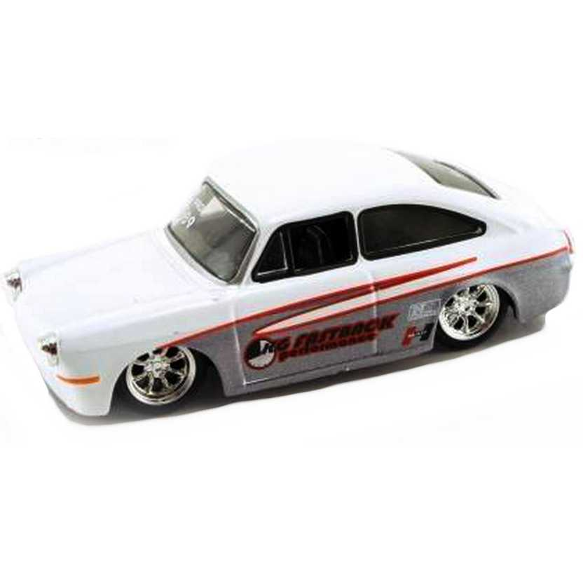 VW 1600 TL Fastback (1965) marca Jada Toys Vdubs 2007 wave 3 escala 1/64