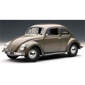 VW Fusca (1955) Volkswagen 1200 Beetle marca AutoArt escala 1/18