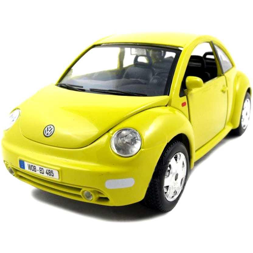 VW New Beetle amarelo marca Bburago escala 1/24