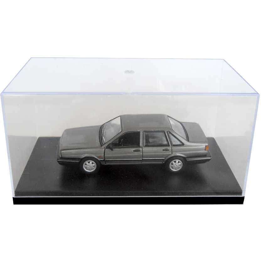 VW Santana GLS 4 portas marca Volkswagen escala 1/43 com caixa de acrílico